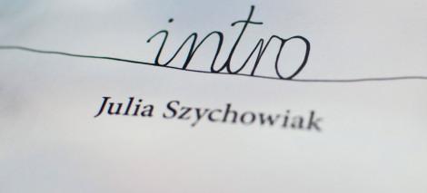 RECENZJE_Julia_Szychowiak_Intro
