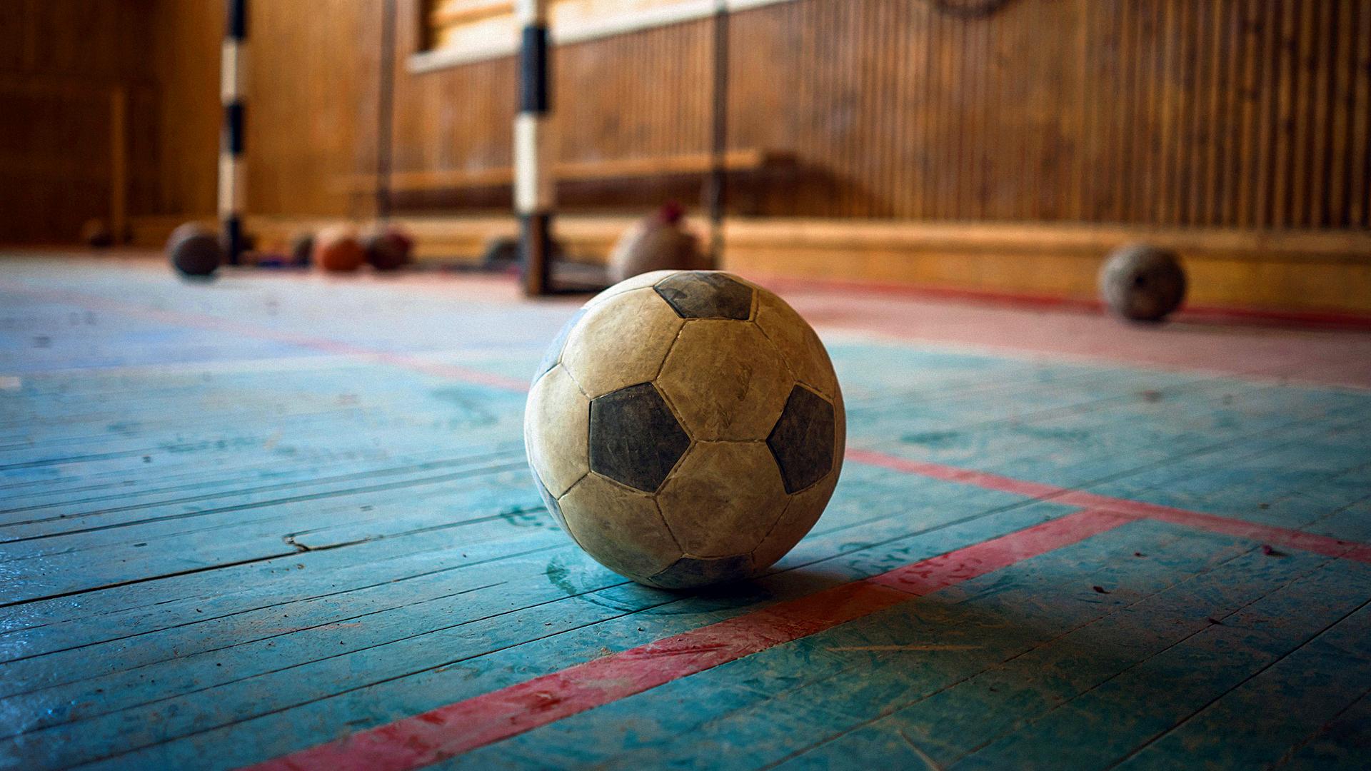 Zakaz Gry W Piłkę Biuro Literackie